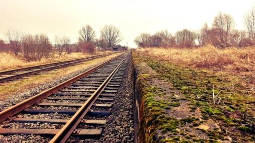 rail-234318_1920-min
