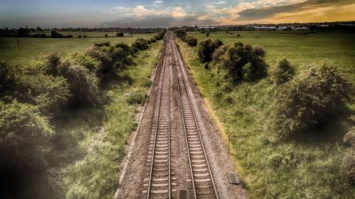 train-track-2497003_1920-min